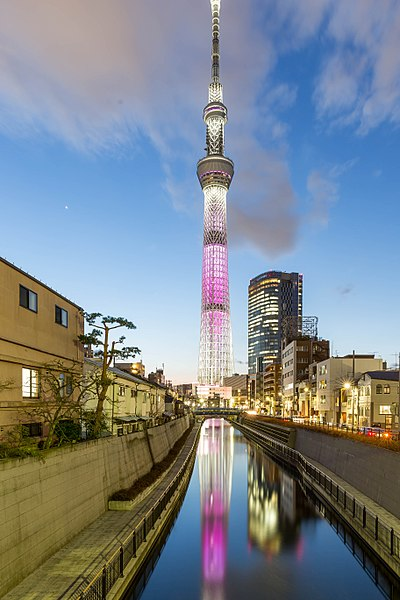 400px-Tokyo_Skytree-_Blue_Hour_and_Long_Exposure_with__frozen_water__(33208910350)